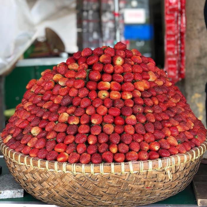 Dâu tây chợ Đà Lạt