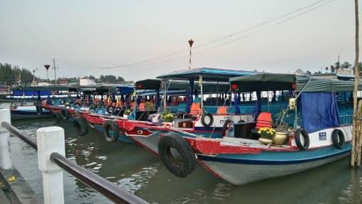 Tàu, thuyền đi chợ nổi Cái Răng