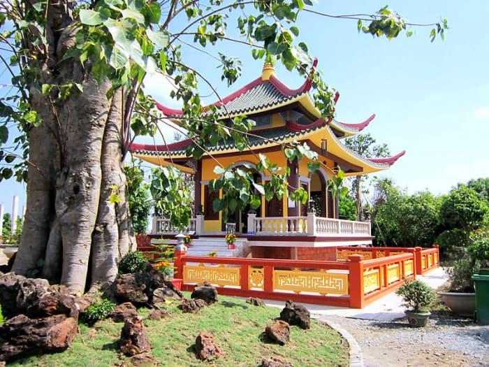 Tháp chuông ở Thiền viện Trúc Lâm Chánh Giác (Tiền Giang)