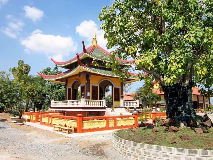 Tháp trống ở Thiền viện Trúc Lâm Chánh Giác