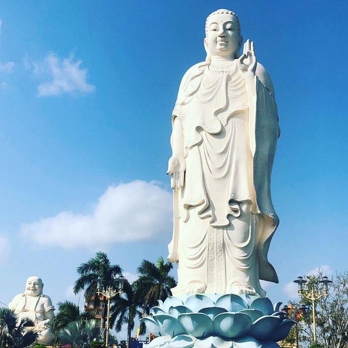 Các bức tượng Phật ở chùa Vĩnh Tràng đều có kích thước khá lớn