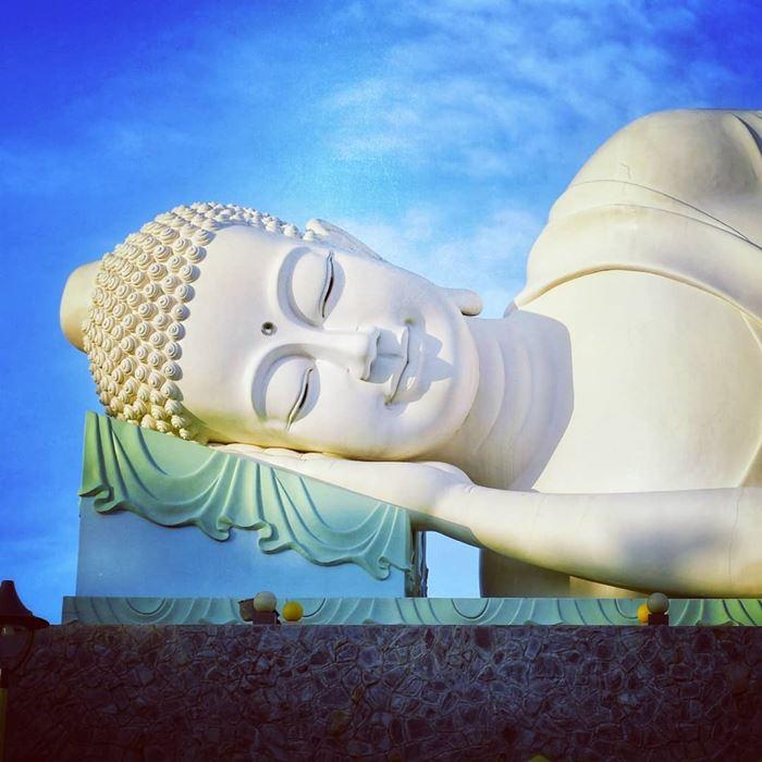 Tượng Phật nằm ở chùa Vĩnh Tràng