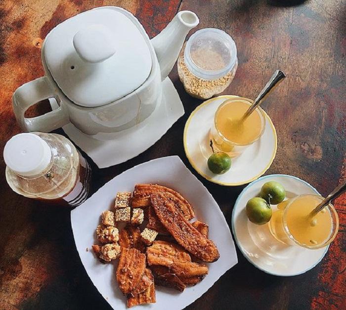Thưởng thức trà mật ong hoa nhãn