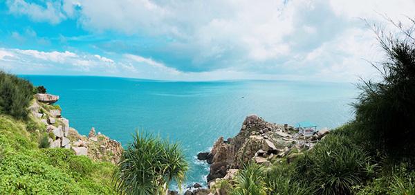 Cảnh trời biển xanh ngắt