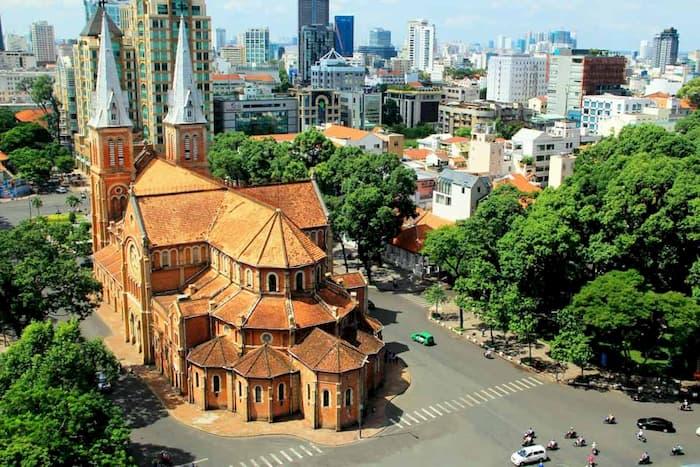 Du lịch 1 ngày nên đi đâu TPHCM: Nhà thờ Đức Bà