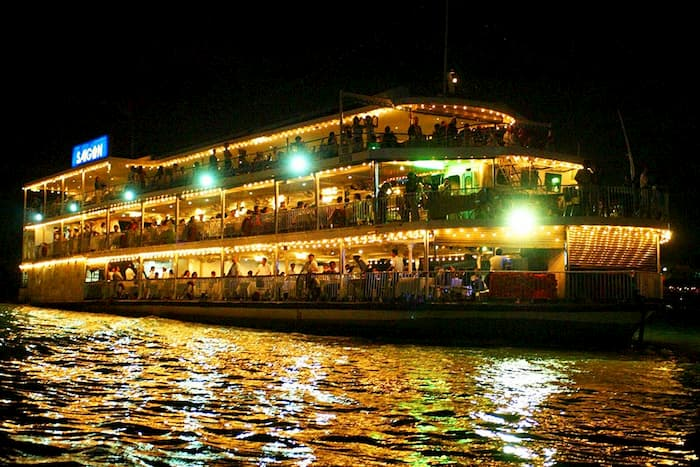Ăn tối trên tàu sông Sài Gòn