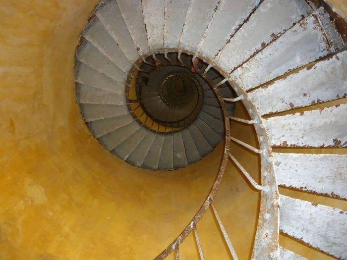 cầu thang xoắn ở hải đăng kê gà