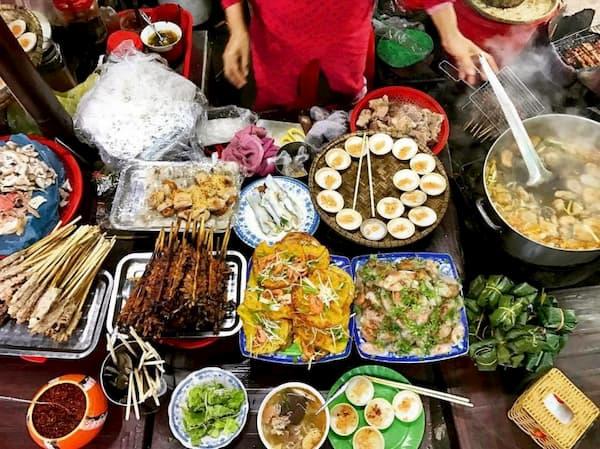Bánh khoái, bún bò Huế, bánh bèo chén,... ăn thỏa thích luôn