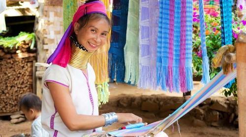 Tour Chiang Rai: làng người cổ dài Karen Long Neck, Wat Rong Khun